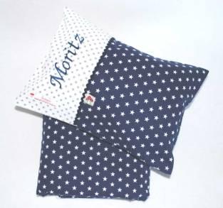Hier gelangen Sie zu unserem Baby Bettset Sterne bestehend aus einer Baby Kuscheldecke und einem Namenskissen