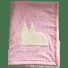 Flauschige Babydecke mit Kölner Dom und gesticktem Namen auf rosa Baumwollstoff mich plüschiger Innenseite