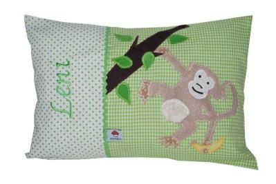 Namenskissen mit Affen n Baum hängend und Banane auf grün in Komplettansicht