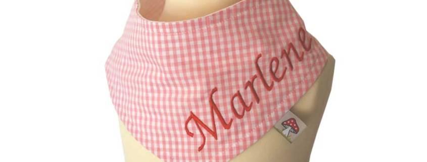 Entdecken Sie hier unsere Halstücher mit Namen für Kinder