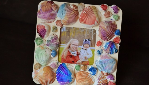 Watercolor Seashell Frame {Kid Craft}