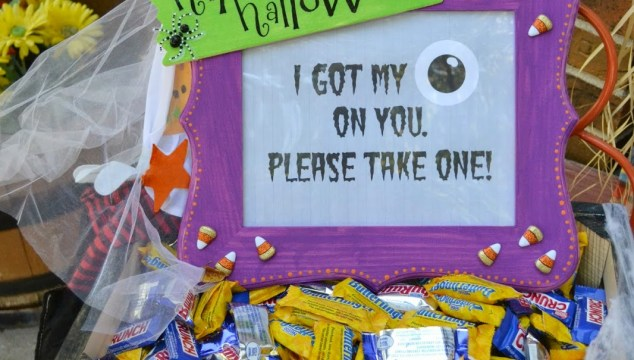Unattended Halloween Candy Bowl Idea & Free Printable