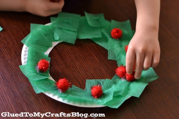 Paper plate christmas wreath kid craft for Christmas crafts made out of paper plates