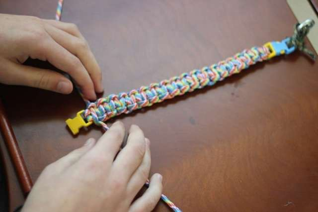 Make a DIY paracord bracelet! A fun and practical gift that kids can make. Paracord comes in so many bright colors. Mix and match for a custom bracelet. Step by step videos will show you how to make your own!
