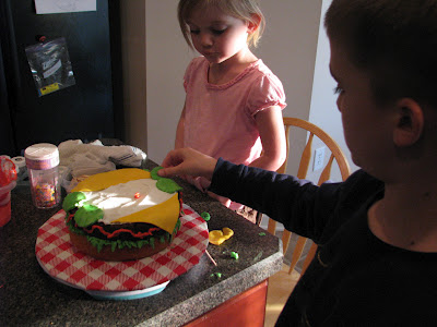 Here is a collection of easy cakes that kids can make.If you are looking for a fun afternoon activity for your child or an idea for the next Blue & Gold Banquet you've come to the right place!