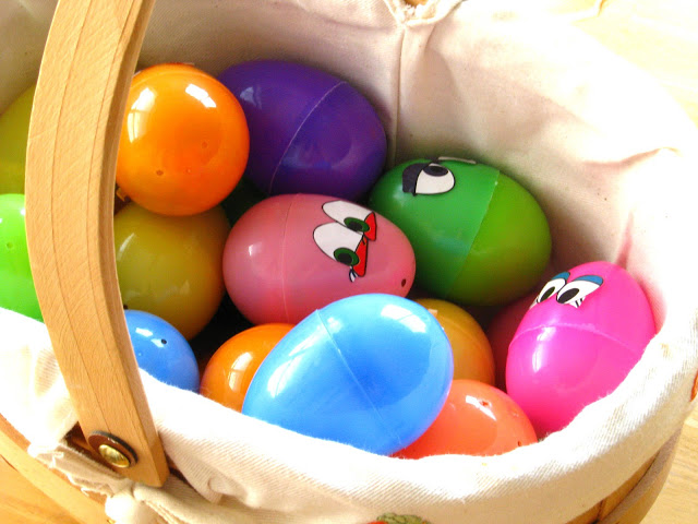 Make your kids lunch into an Easter Egg Lunch Hunt! They'll have a blast opening each egg to see what surpriseawaits them! Lunchtime has never been so fun!