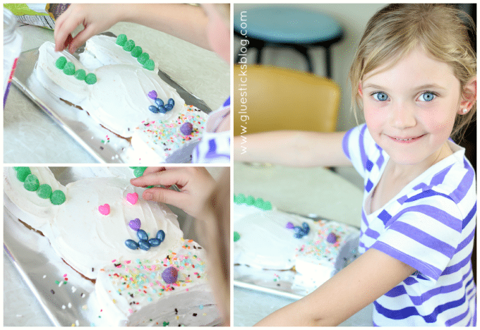 Have the kids make dessert for Easter dinner this year! A quick and easy Easter bunny cake that is fun to decorate for Easter or a spring birthday.