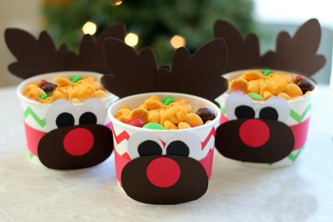 These cute Milky Way Teddy Sleds are perfect forclass party treats at school and are easy to make! Make a batch to share at school or let the kids make their own