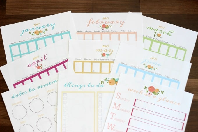 Planner pages to keep your every day tasks in order.Monthly calendar pages, menu planner, grocery list, weekly planning pages and MORE!