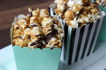 Black & White Caramel Popcorn