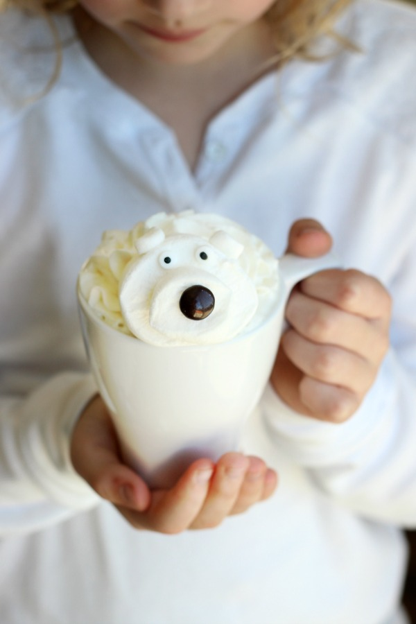 Make this white hotchocolate recipe with only 4 simple ingredients you probably already have in your kitchen! Then top it off with an adorable polar bear marshmallow for one impressive cup of hot chocolate!