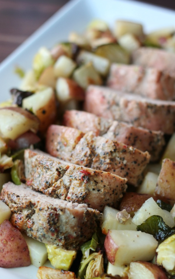 This pork sheet pan dinner is a delicious, hearty, and QUICK weeknight dinner solution! Seasoned pork, roasted vegetables = perfection!