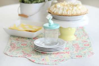 15 Minute Spring Table Runner