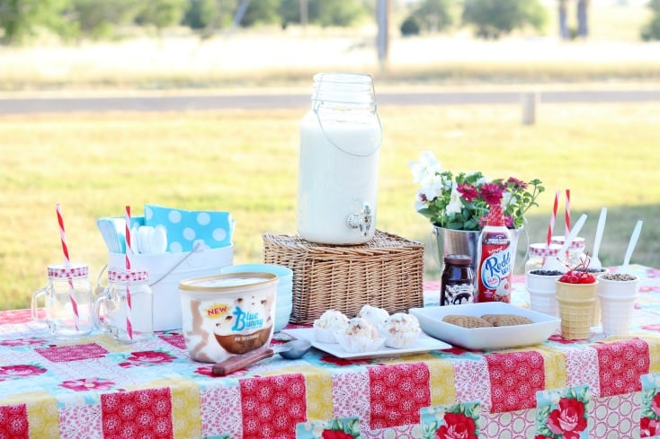 cookie sundae tablescape
