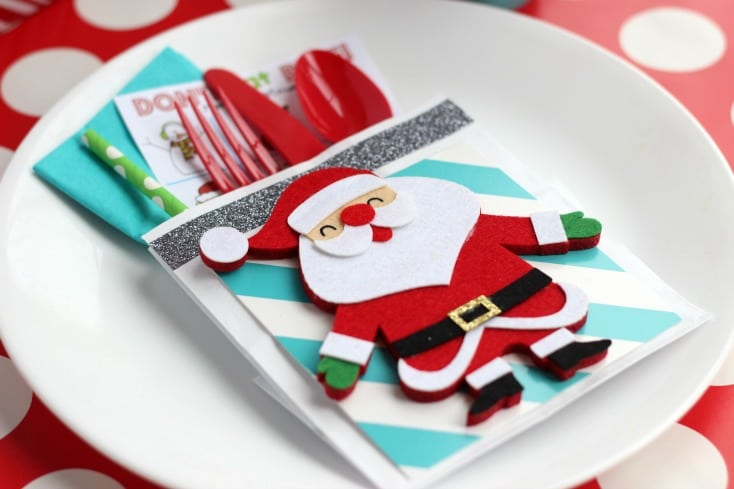 Make darling holiday place settings using paper lunch sacks! Fill with everything needed for a holiday dinner, including an activity page and a treat!