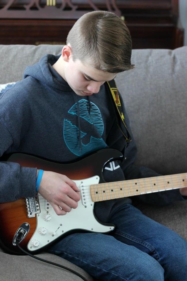 Fender Play is aguided online learning program that teaches new guitar players to get playing in minutes. We were instant fans and have been sharing our experience a long the way.