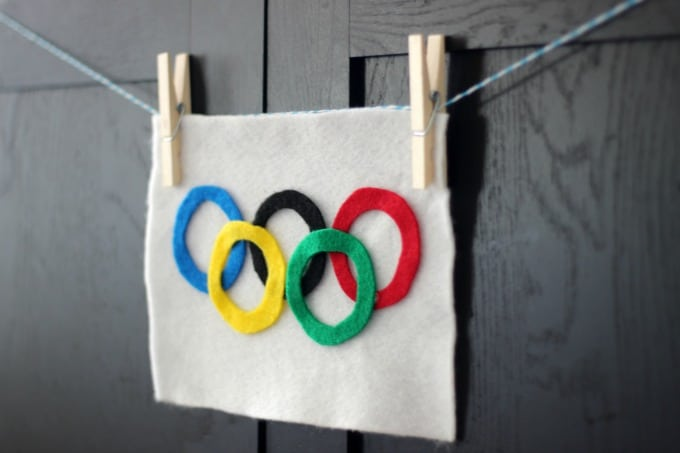 Here's fun little Olympics craft to make with the kiddos before the opening ceremonies. Do you know what the colored rings represent? When the symbol was createdin 1913, the 6 colors (including the white background) represented the colors of every nation's flag!