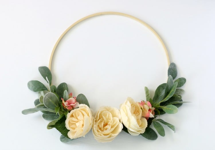 Hoop wreath tutorial with step by step instructions this easy to follow hoop wreath tutorial will guide you step by step and in mightylinksfo