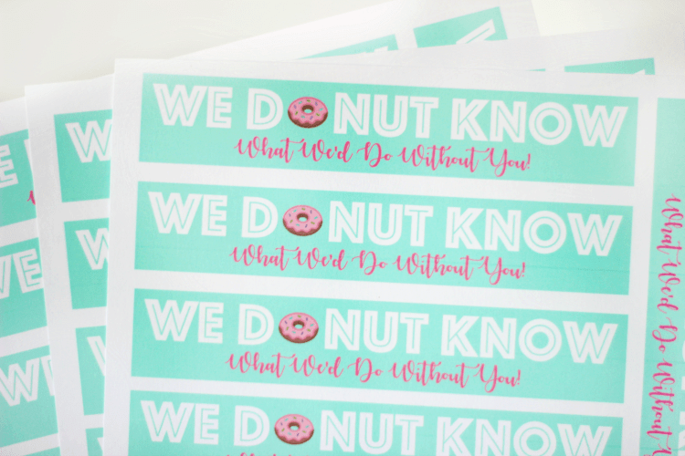 Who doesn't like donuts? This printable thank you tag is just the right size to attach to a package of mini donuts as the perfect thank you gift!