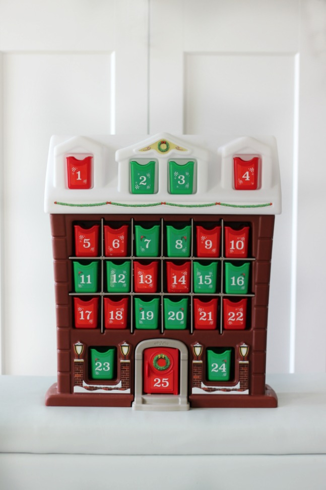 A darling kids advent calendar for little hands! Children will love finding a treat each day as they pull out the tiny red and green bins!