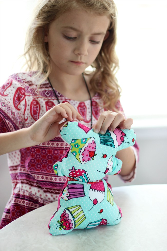 A quick and easy teddy bear pattern in two sizes! A great sewing project to make with kids, and perfect for Operation Christmas Child shoe boxes, too!