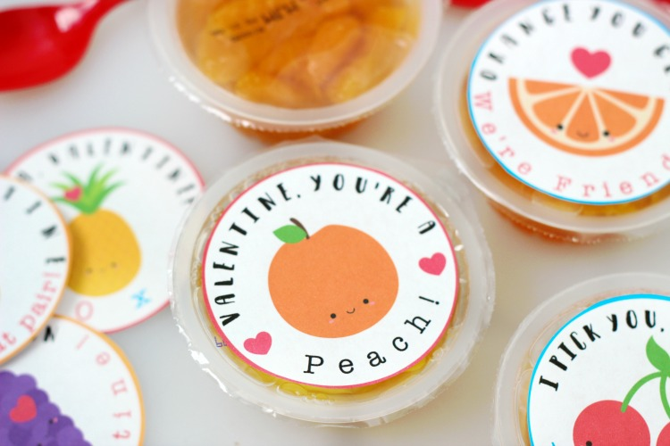 "These fruit cups with printable Valentine labels are a nutritious non-candy option for lunches and classroom parties! ""Valentine, you're a PEACH!"""