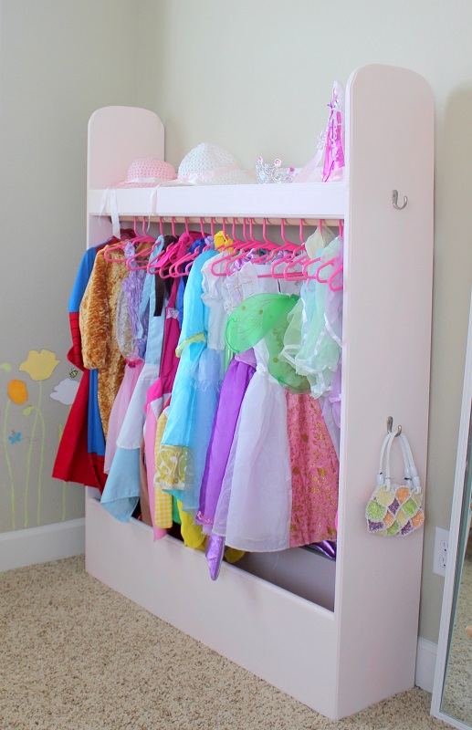Convey Your Little Girl S Personality Through Her Bedroom: Organize Your Kids Dress Up Clothes