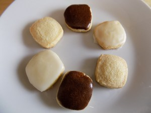 Easy gluten free shortbread cookie recipe with two icing options.