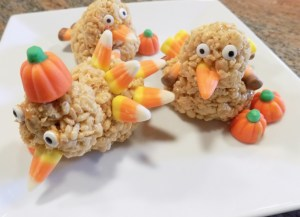 We had some Thanksgiving week fun with this fun recipe. Try these gluten free Rice Krispies turkey treats, and get the whole family involved!