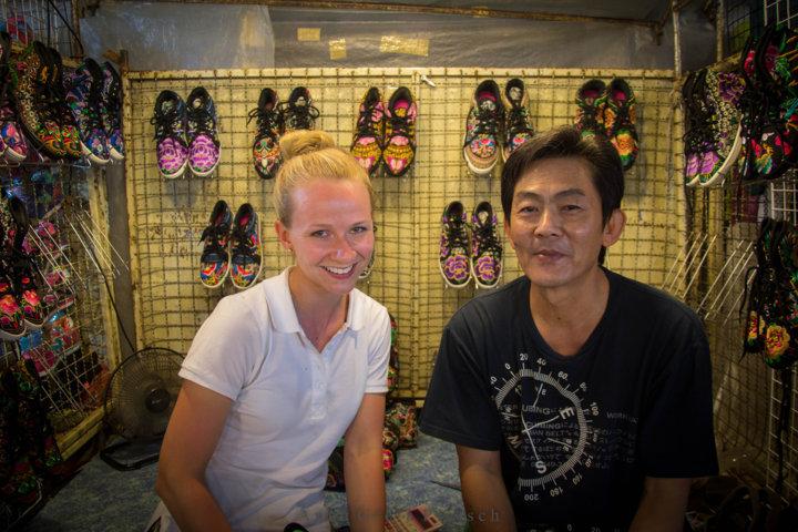 schuhverkaeufer_chiang_mai_thailand