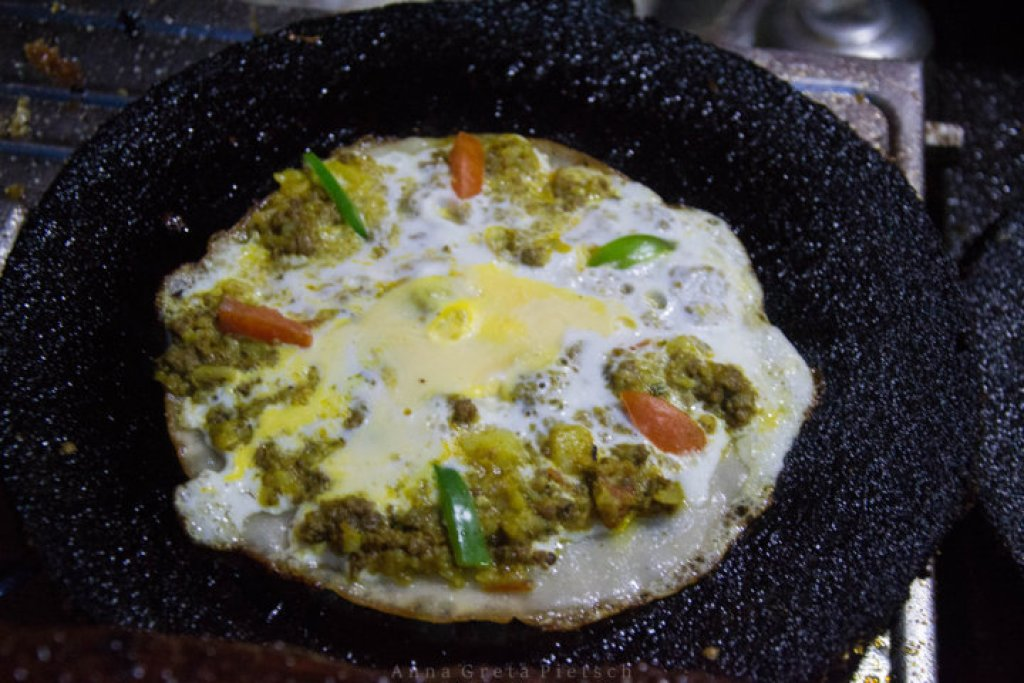 newari_pizza_kritipur_restaurant_nepal