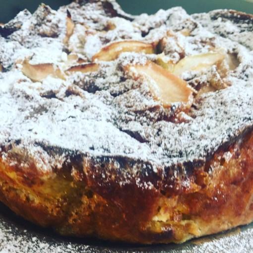 Svampet og fugtig glutenfri æblekage