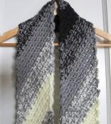 crochet, scarf, black and white, diagonal 002