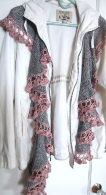 grey, purple pink, potato chip scarf, short rows, knitting 024