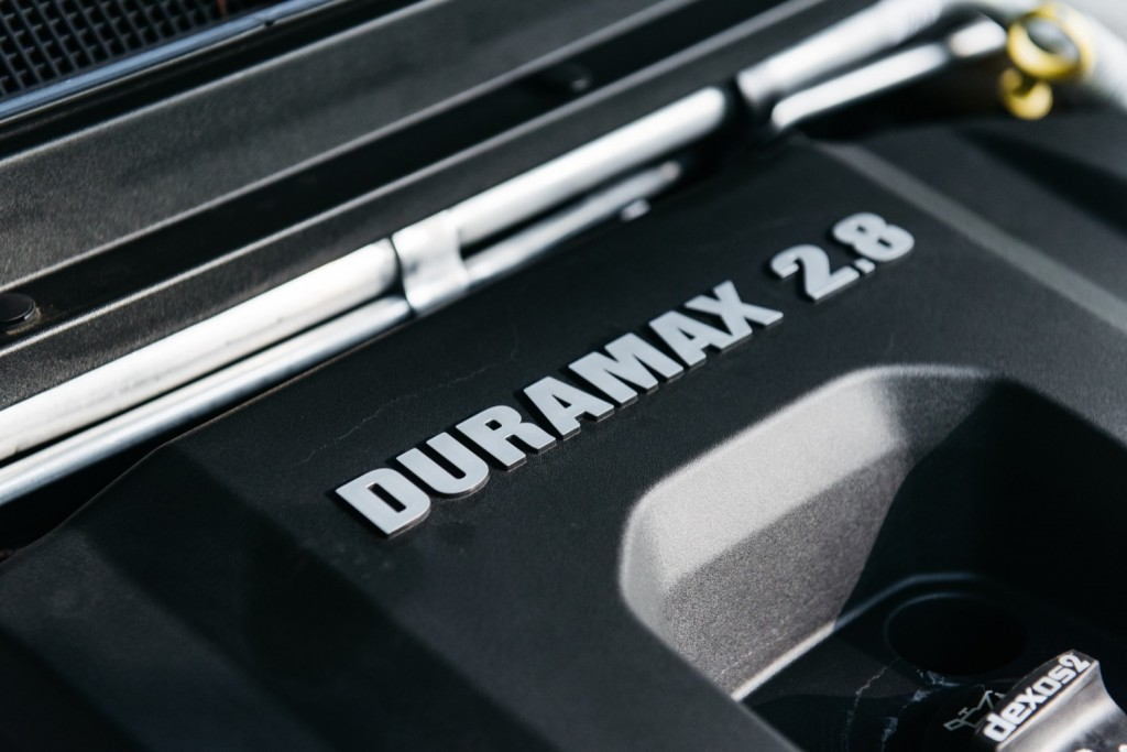 2017 Chevrolet Colorado ZR2 Duramax engine - GM Authority Review 002