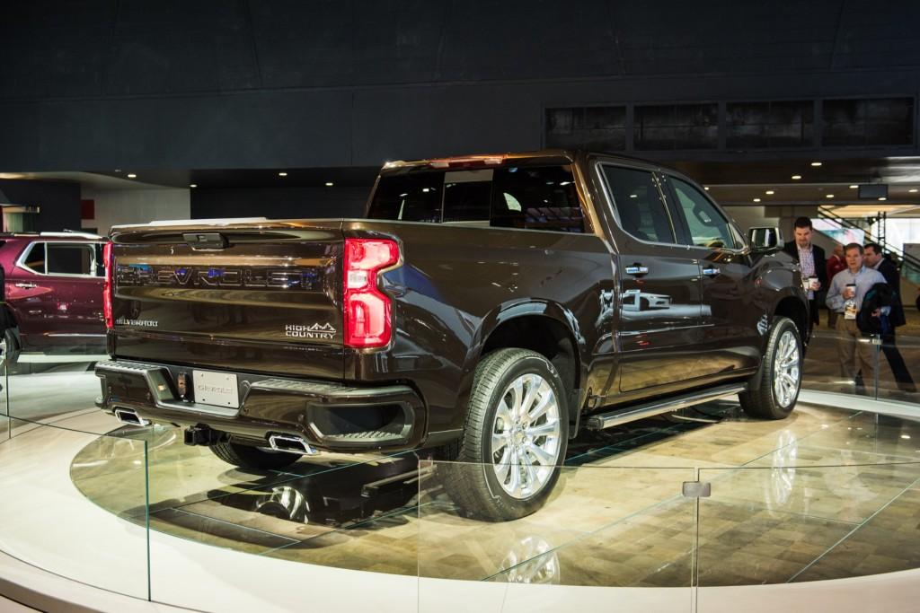 2019 Chevrolet Silverado 1500 High Country - Exterior - 2018 Detroit Auto Show 004