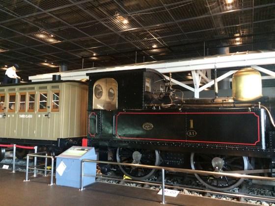 جاپانی میں ریل کار کی شروعات ، بھاپ والا انجن اور ریل کا ڈبہ ،۔