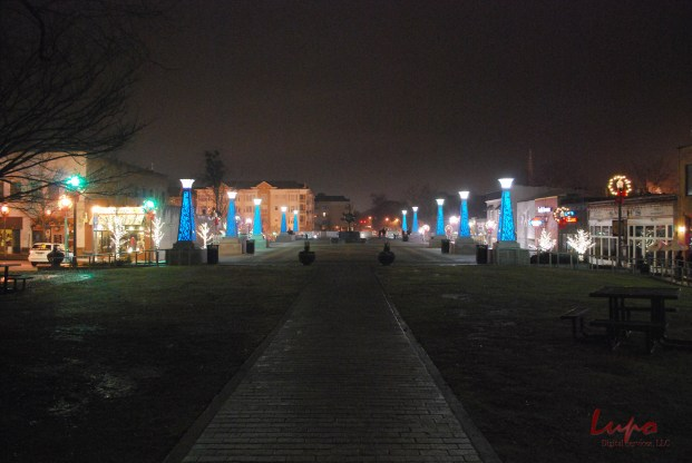 Decatur Square, Sunday, 13 December 2009; taken with a Nikon D60 DSLR.
