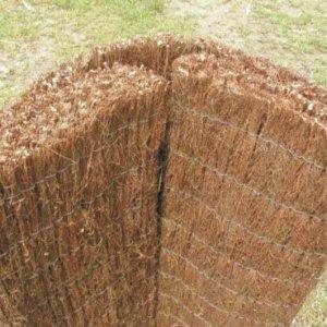 Plotová rohož splétaná ze svazků vřesu.