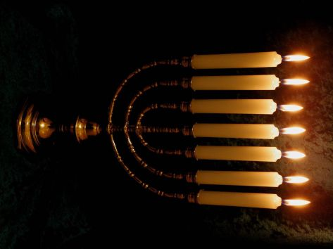 1024px-RoyLindmanTempleMenorah_003