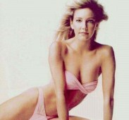 A survey of sexy women from the 80s wouldn't be complete without Heather Locklear (Feedio.com)