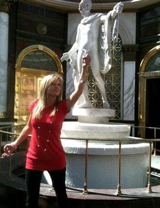 She should have seen this statue when it was first erect... I mean, erected (Perfectly Timed Photos)