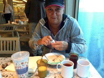 Notice the number of cups that Lyn has chosen to consume for breakfast