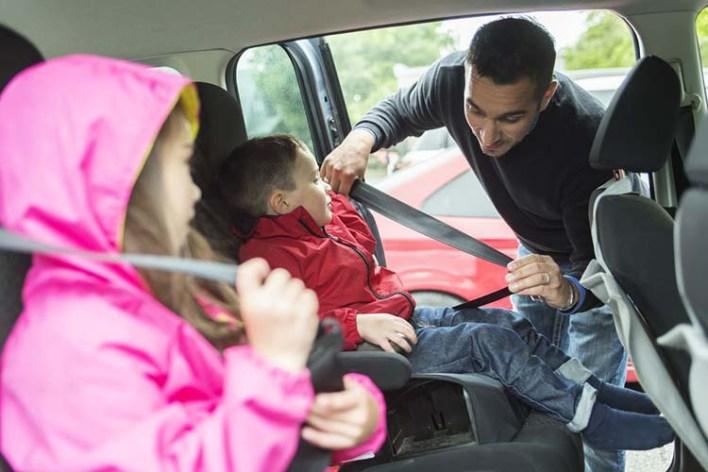 حماية الأطفال في السيارة