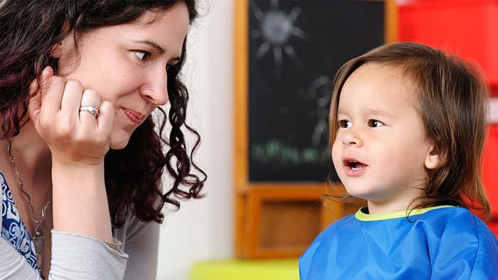 كيف تجعلين طفلك يسمع كلامك وينفذه بسهولة ؟