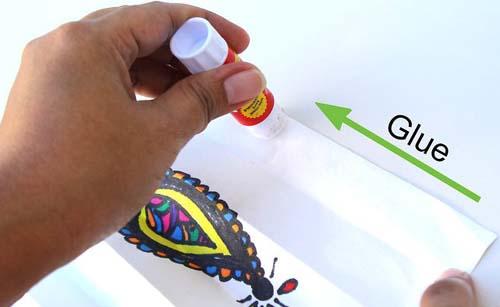 طريقة لصق الورق لعمل فانوس من الورق