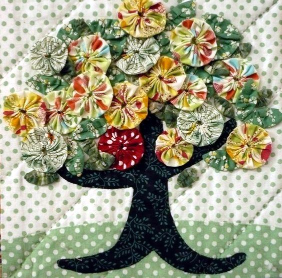 لوحة من زهور اليويو وبواقى القماش