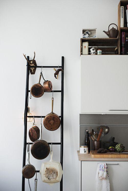 إعادة تدوير سلم قديم واستخدامات عديدة له فى المطبخ