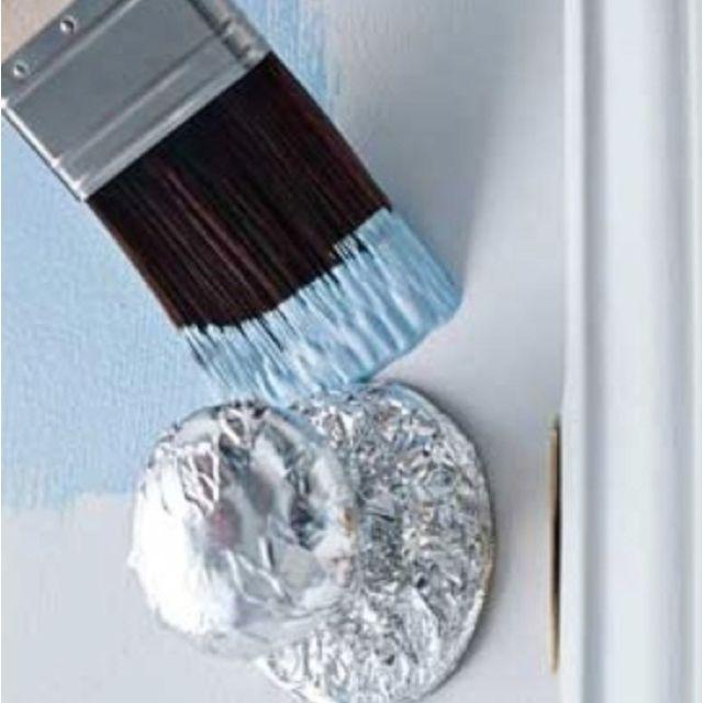 احمِ مقابض الأبواب باستخدام ورق الألمونيوم