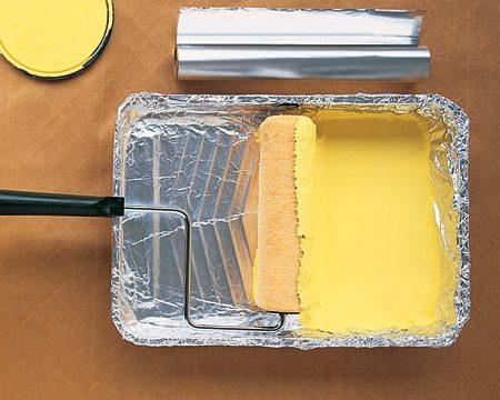 الحفاظ على صواني بكرة طلاء الدهان باستخدام ورق الألمونيوم
